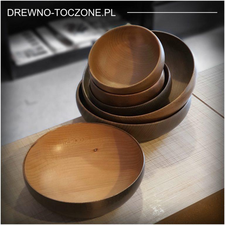 Stylizowane duże miski drewniane