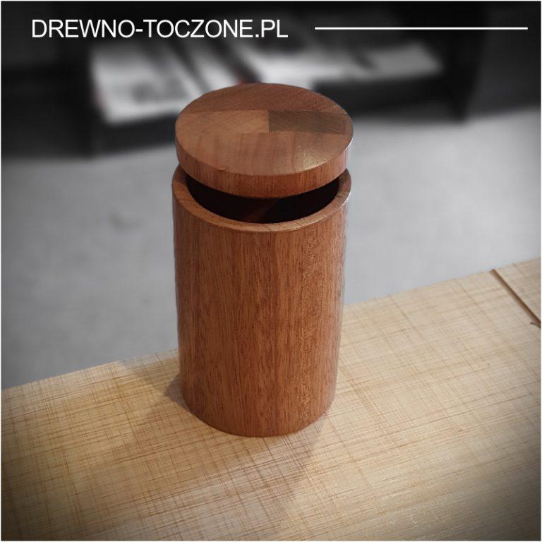 Drewniany kubek z przykrywką