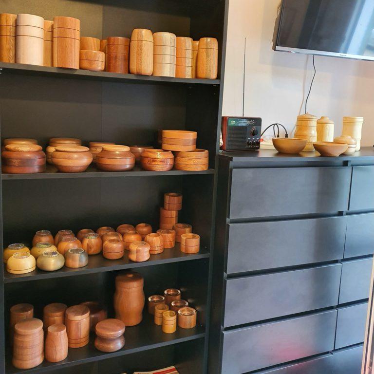 Wyroby z drewna egzotycznego meranti, ekspozycja