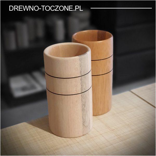 Stylizowany wysoki kubek drewniany 2