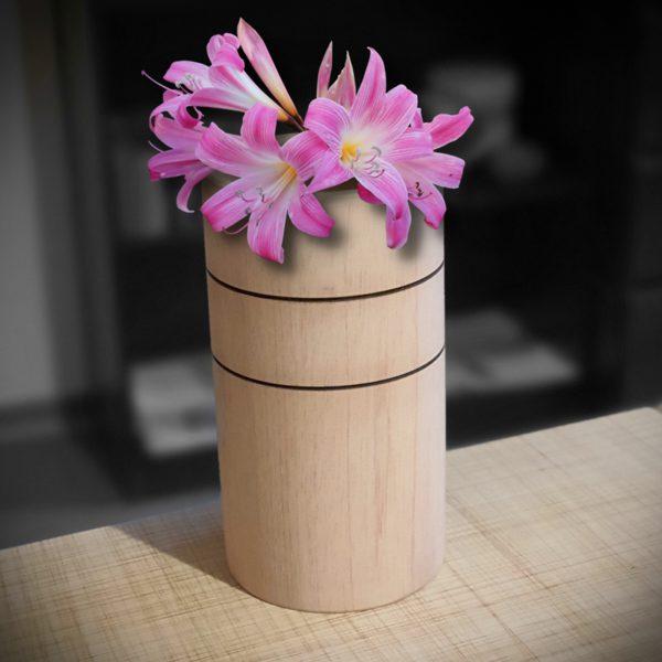 Kubek wazonik z kwiatem