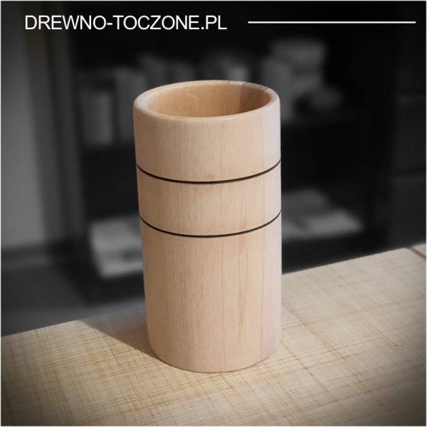 Stylizowany wysoki kubek drewniany 3