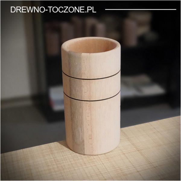 Stylizowany wysoki kubek drewniany 1