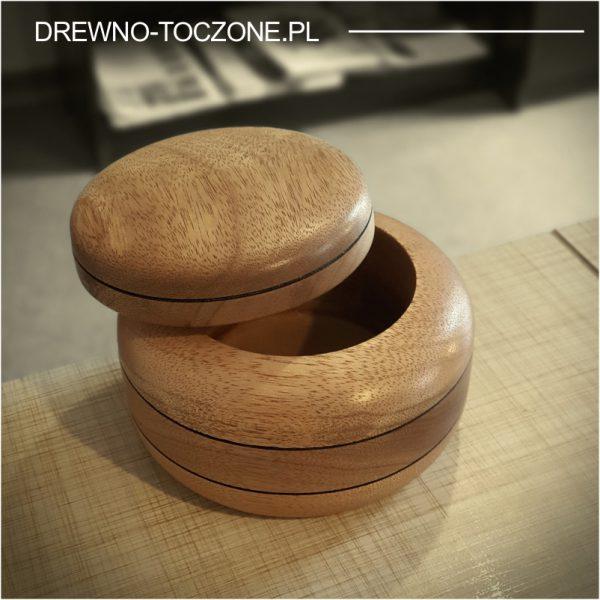 Szkatułka puzderko drewniane meranti