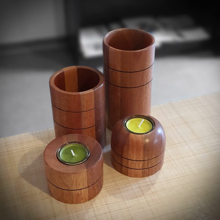 Dekoracyjne kubki i świeczniki drewniane